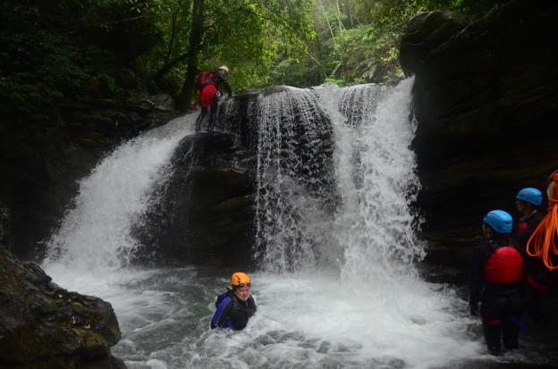 梅花溪穿瀑