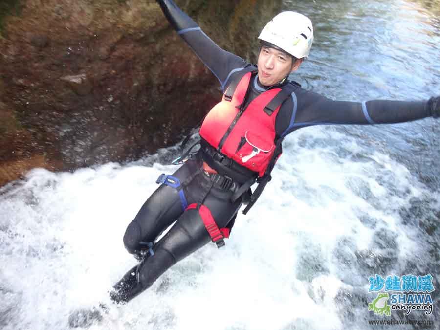 沙蛙溯溪-老梅溪-小台階後倒-Shawa Canyoning & River Tracing Taiwan