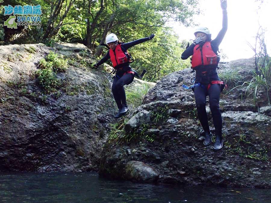 沙蛙溯溪-老梅溪-豬槽潭跳水1-Shawa Canyoning & River Tracing Taiwan