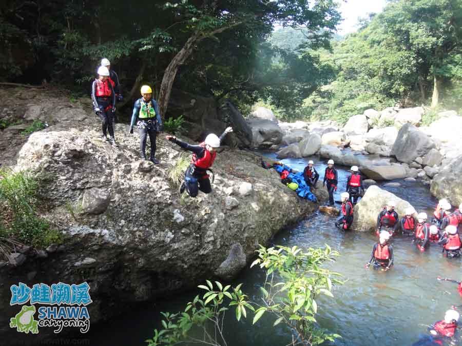 沙蛙溯溪-老梅溪-豬槽潭跳水2-Shawa Canyoning & River Tracing Taiwan