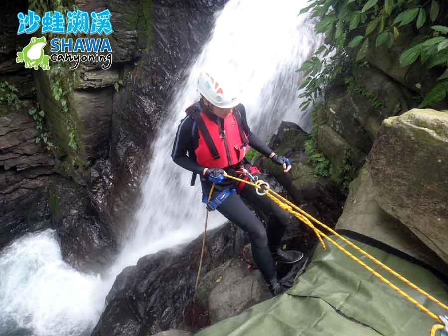 新竹梅花溪-沙蛙溯溪-瀑布垂降3-SHAWA CANYONING TAIWAN Mei-Hua river tracing