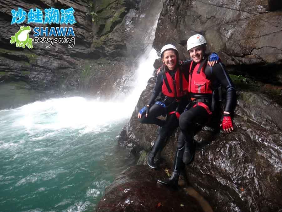 新竹梅花溪-沙蛙溯溪-瀑布旁小平台-SHAWA CANYONING TAIWAN Mei-Hua river tracing