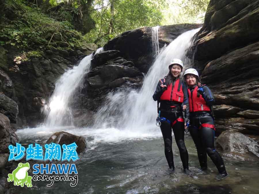 新竹梅花溪-沙蛙溯溪-穿瀑前合影-SHAWA CANYONING TAIWAN Mei-Hua river tracing