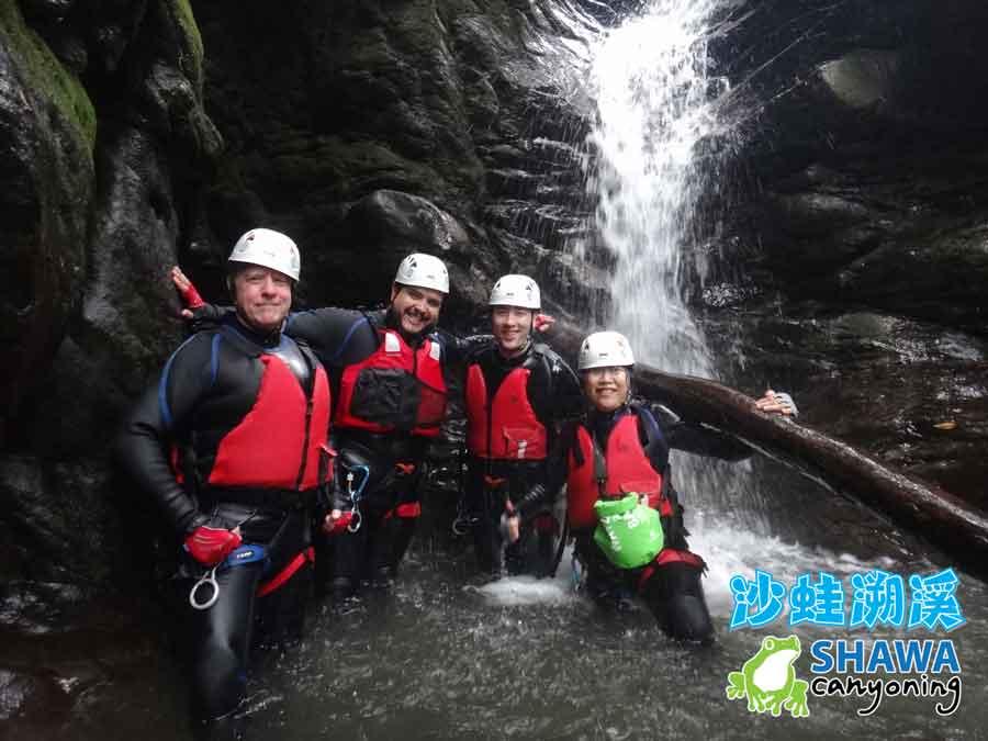 新竹梅花溪-沙蛙溯溪-穿瀑前1-SHAWA CANYONING TAIWAN Mei-Hua river tracing