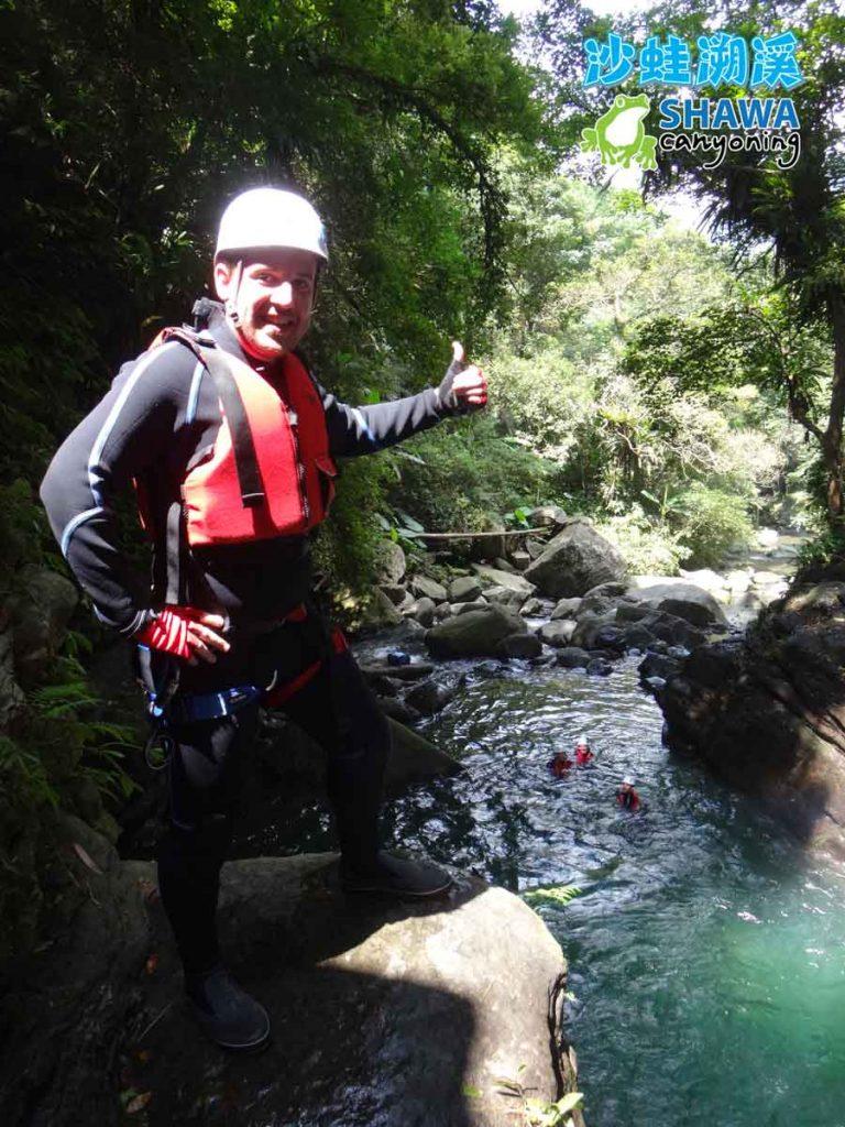 新竹梅花溪-沙蛙溯溪-8米跳台往下看-SHAWA CANYONING TAIWAN Mei-Hua river tracing
