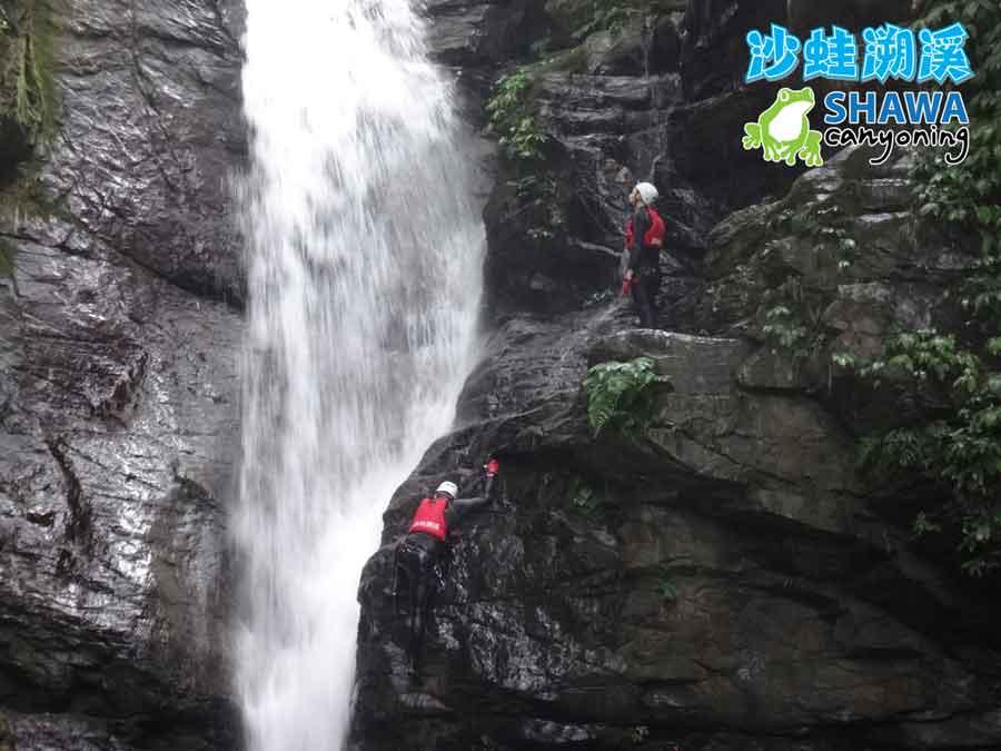 新竹梅花溪-沙蛙溯溪-8米跳台-SHAWA CANYONING TAIWAN Mei-Hua river tracing