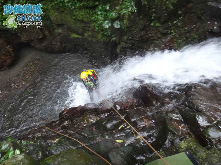 石磐溪溪降Shi-Pan canyoning 1 by 沙蛙溯溪Shawa Canyoning Taiwan
