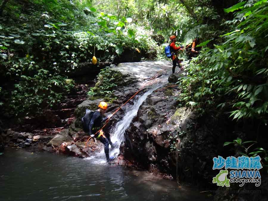 石磐溪溪降Shi-Pan canyoning 2 by 沙蛙溯溪Shawa Canyoning Taiwan
