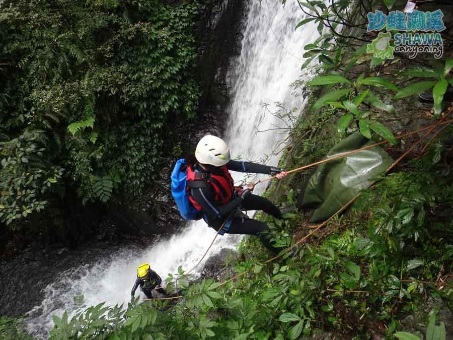 石磐溪溪降Shi-Pan canyoning 5 by 沙蛙溯溪Shawa Canyoning Taiwan