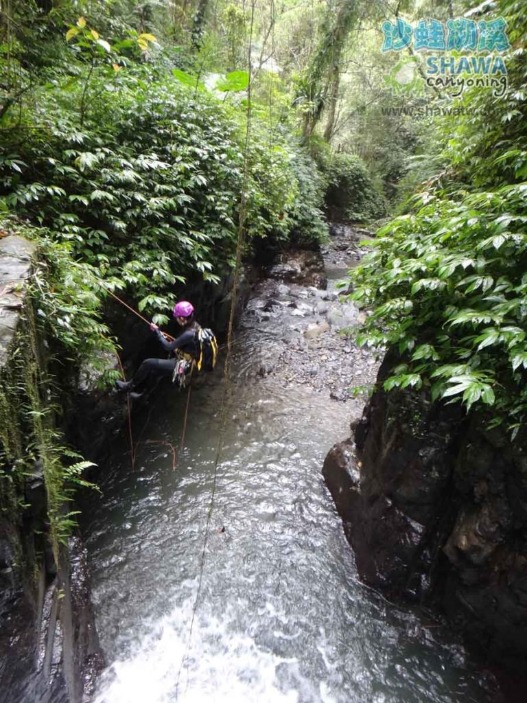 石磐溪溪降Shi-Pan canyoning 7 by 沙蛙溯溪Shawa Canyoning Taiwan